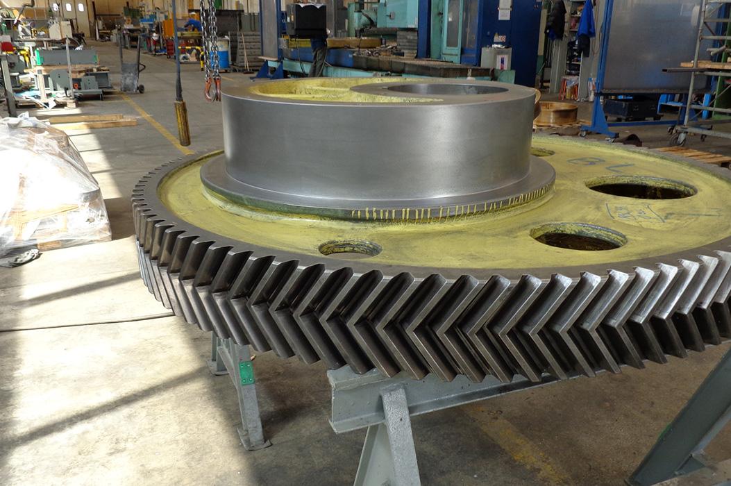 Naprawa korbowodów prasy schuller 900 ton